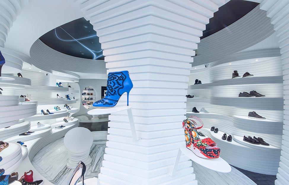 родавач-консултант в магазин за обувки