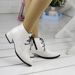 Бели лачени обувки