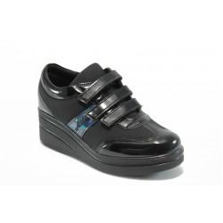 Дамски обувки на платформа с лепенки МИ 211 черни
