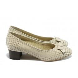 Дамски обувки на среден ток ГО 0392 бежови