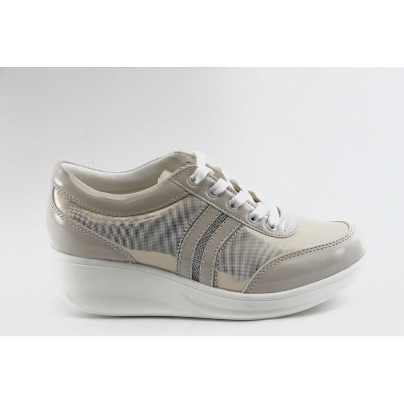 1e25976aa6b Дамски спортни обувки на платформа Jump 7802 златист