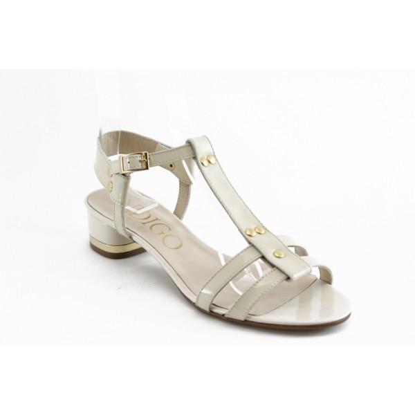 Дамски сандали на нисък ток ИО 1458 бежови