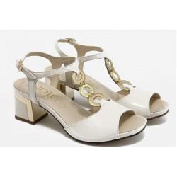 Дамски сандали на нисък ток ИО 1455 бежов лак