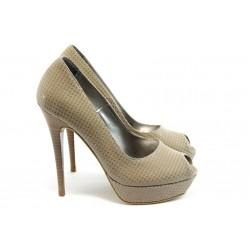 Дамски обувки на висок ток ДС 3390 бежово с лак-точки