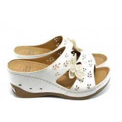 Дамски анатомични чехли на платформа Jump 5071 бели