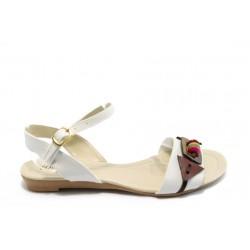 Дамски равни сандали МИ 03 бели