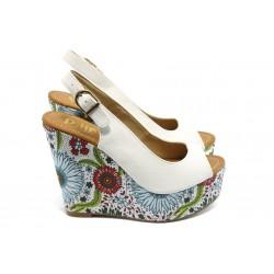 Дамски сандали на висока платформа ПИ 1210 бели