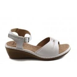 Дамски анатомични сандали на платформа Jump 5222 бели