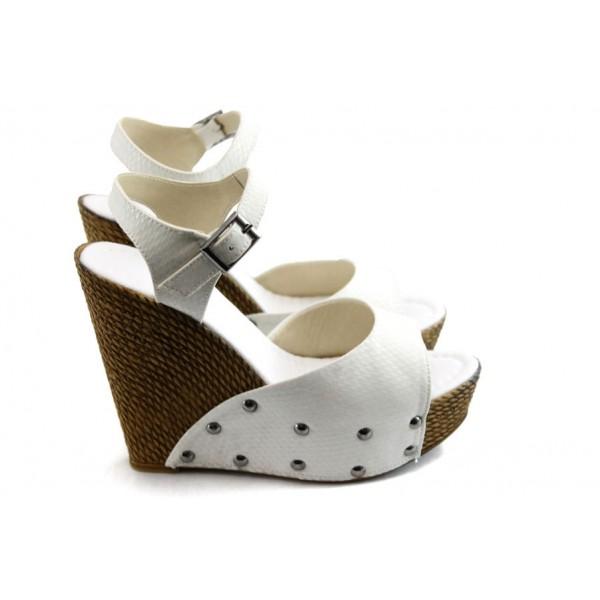 Дамски сандали на висока платформа МИ 150-1949 бели