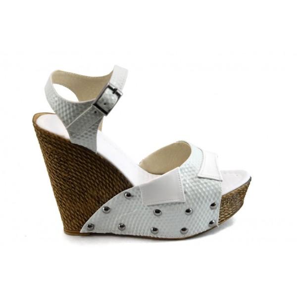 Дамски сандали на висока платформа МИ 50-1949 бели