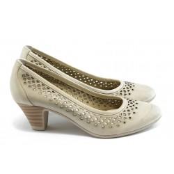 Дамски обувки на среден ток с перфорация ГО 0322-12723 бежови