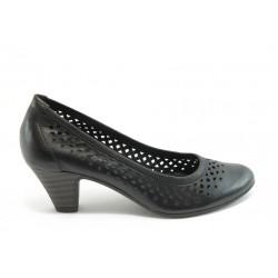 Дамски обувки на среден ток с перфорация ГО 0322-12723 черни