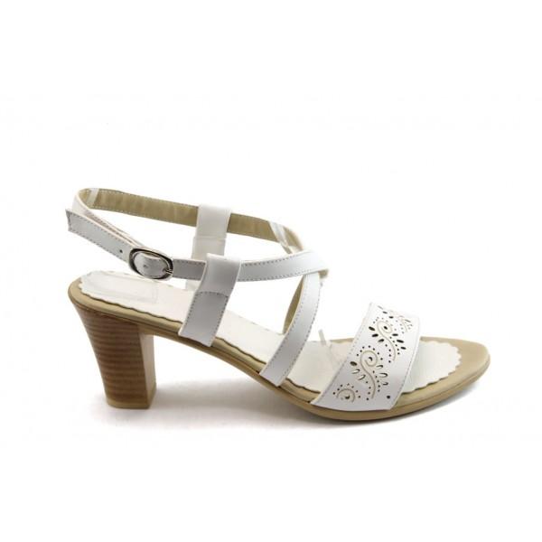 Дамски сандали на среден ток МИ 702-122 бели