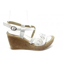 Дамски сандали на платформа МИ 702 бели
