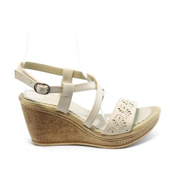 Дамски сандали на платформа МИ 702 бежови