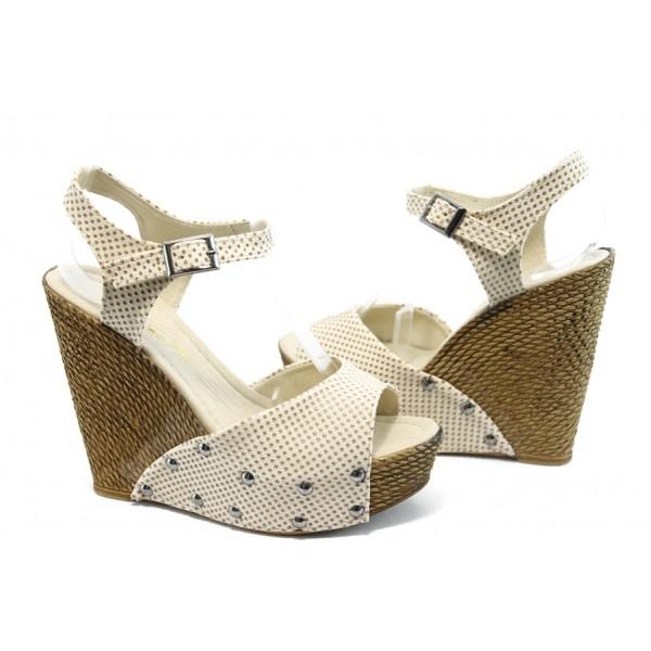 Дамски сандали на висока платформа МИ 150-1949 бежови