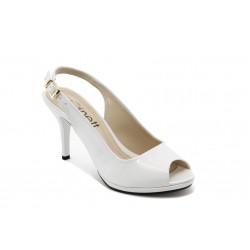 Елегантни дамски обувки на среден ток МИ 72 бял лак