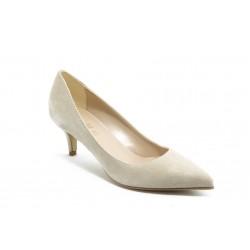 Елегантни дамски анатомични обувки на среден ток ГО 50720 бежови