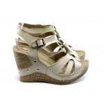 Дамски анатомични сандали на платформа Jump 5108 бежови