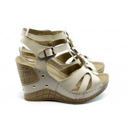 Дамски анатомични сандали на платформа Jump 5104 бежови