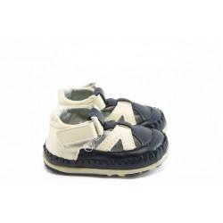 Бебешки анатомични обувки с лепенка КА F-73