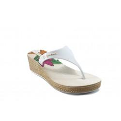 Дамски бразилски чехли на платформа Ipanema 81162 бели