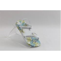 Бебешки сандали с лепенка Ipanema 81207 бели
