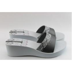 Дамски бразилски чехли на ниска платформа Ipanema 81164 бели