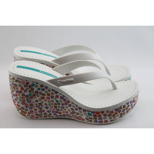 Дамски чехли на платформа Ipanema 81189 бели