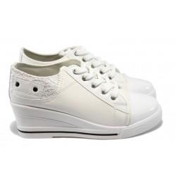 Дамски спортни обувки на платформа РС 145 бели