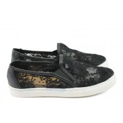 Дамски дантелени обувки Runners 8147-1104 черни