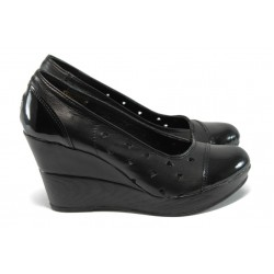 Анатомични дамски обувки с перфорации от естествена кожа НЛ 140-10383 черни