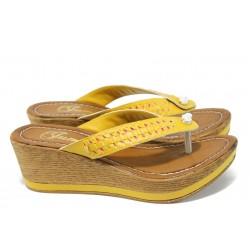 Дамски чехли на платформа Jump 11328 жълт