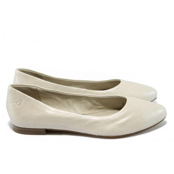 Дамски равни обувки от естествена кожа Caprice 9-22107-24 бежов