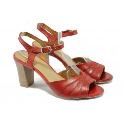 Анатомични дамски сандали от естествена кожа Caprice 9-28300-24 червен