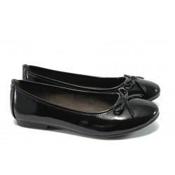 Равни дамски обувки Jana 8-22163-25 черен лак