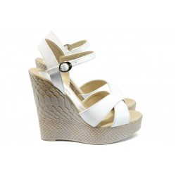 Дамски сандали на платформа МИ 1017 бял
