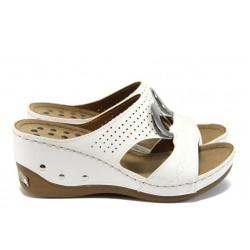 Анатомични дамски чехли на платформа Jump 13360 бял
