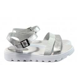 Анатомични равни сандали от естествена кожа НБ 15445-939 сребро