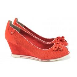 Дамски обувки на платформа Marco Tozzi 2-29305-26 червен