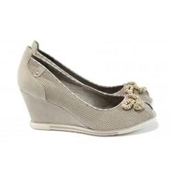 Дамски обувки на платформа Marco Tozzi 2-29305-26 бежов