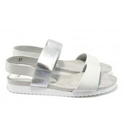 Равни дамски сандали от естествена кожа Caprice 2-28603-28 бял-сребро