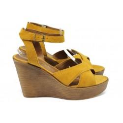 Дамски сандали на платформа от естествен велур Marco Tozzi 2-28372-36 оранж
