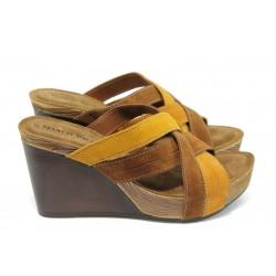 Дамски анатомични чехли от естествен велур Marco Tozzi 2-27220-36 кафяв