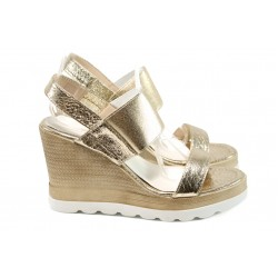 Дамски чехли и сандали