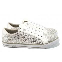 Атрактивни дамски спортни обувки Marco Tozzi 2-23601-28 сребро | Равни немски обувки | MES.BG