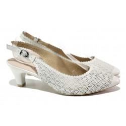 Дамски обувки от естествена кожа Caprice 9-29601-22 бял | Немски обувки на среден ток | MES.BG