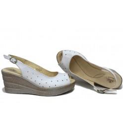 Стилни дамски сандали, естествена кожа, дамски, български, олекотена платформа / НЛМ 243-96145 бял / MES.BG