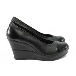 Дамски анатомични обувки на висока платформа, естествена кожа, български обувки / Ани 140-10383 черен лак / MES.BG