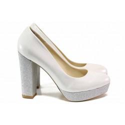 Елегантни дамски обувки; висок ток; платформа отпред; леко ходило; плавна извивка / ФА 217 сребро / MES.BG